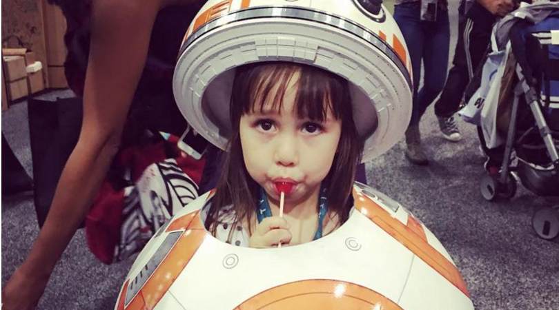 cosplay di bb-8 bambina star wars